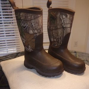 Other - Camo waterproof Muck Co. children's boots size 11